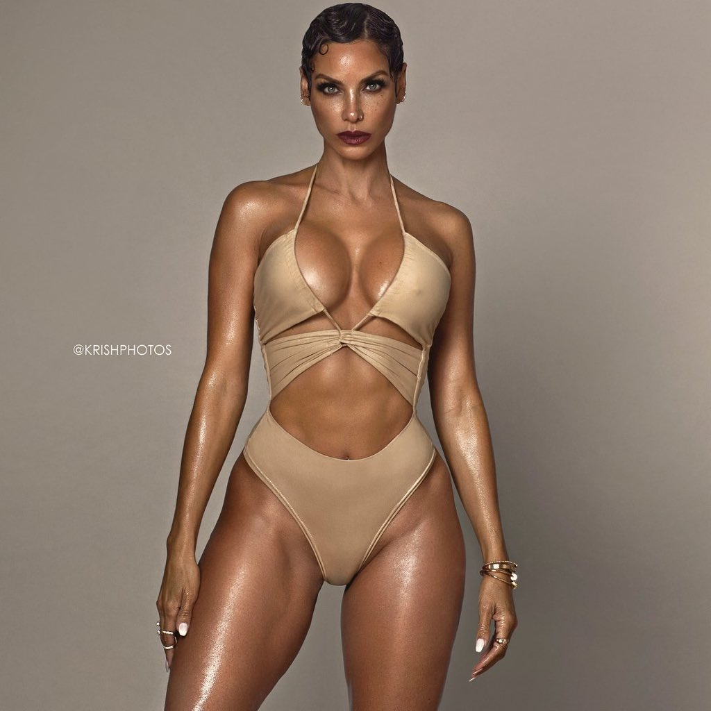 RT @aVeryRichBish: Happy 50th birthday to the never aging queen, Nicole Murphy https://t.co/DKTUZ6Zcue