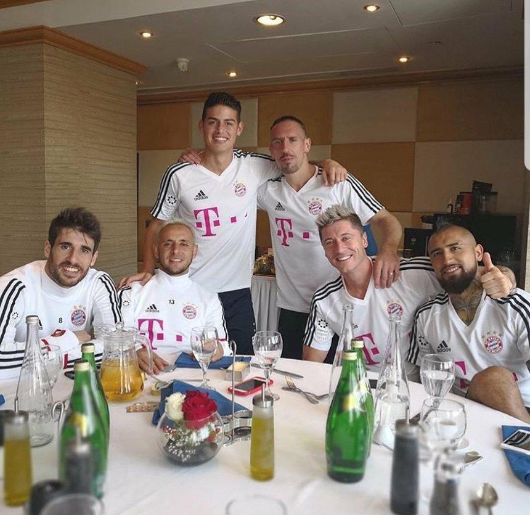 Team...!!! 🇪🇸🇧🇷🇨🇴🇫🇷🇵🇱🇨🇱 #Família👊🏻 http...