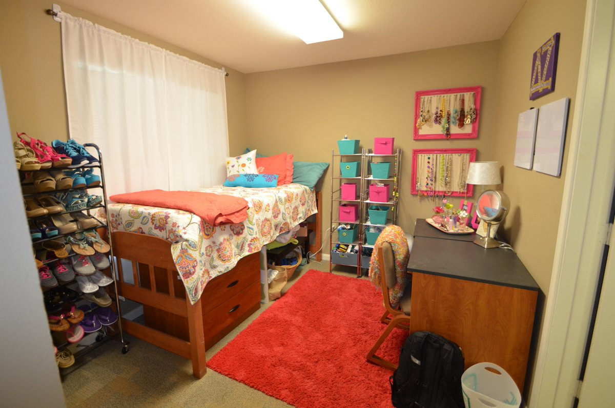 Tour The East Campus Apartments We Ll Be Offering Open House Tours Of A 4 Student Apartment In Eca On Tuesday Jan 9 From 1 4pm