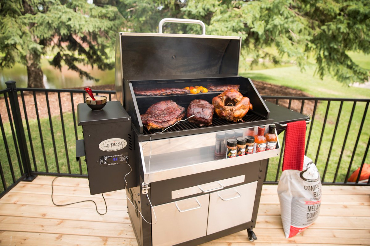 Louisiana Grills Follow Our Page For Your Chance To Win This Beautiful Wood Pellet Grill The Lg800 Elite Retail 1 099 Usd