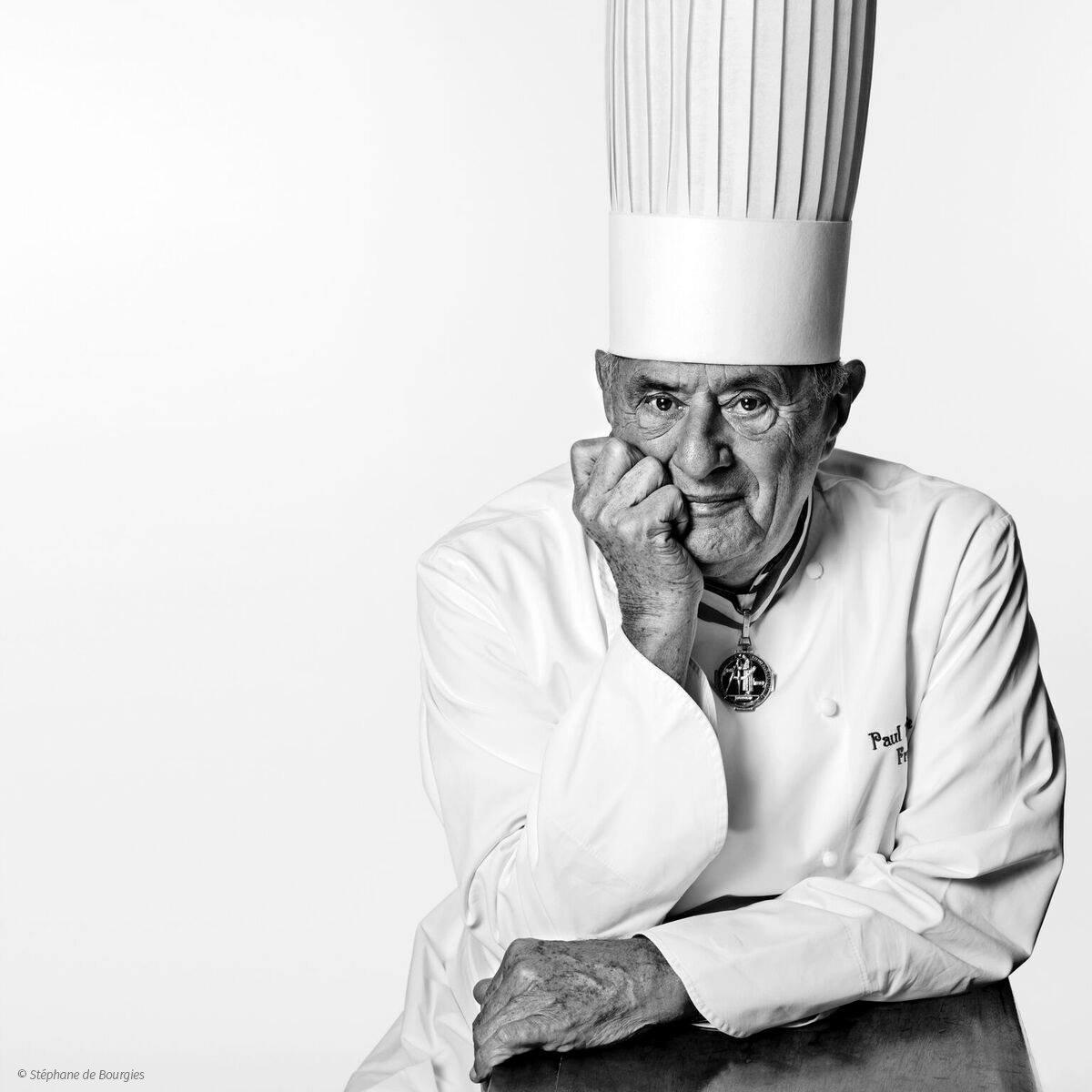Paul Bocuse est mort, la Gastronomie est en deuil. Monsieur Paul, c'était la France. Simplicité & générosité. Excellence & art de vivre. Le pape des gastronomes nous quitte. Puissent nos chefs, à Lyon, comme aux quatre coins du monde, longtemps cultiver les fruits de sa passion.