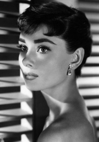 #AccaddeOggi #20gennaio 1993   Muore la più bella di tutte #AudreyHepburn 🌹  #Buongiorno #buonsabato https://t.co/icUV3Z1bMZ