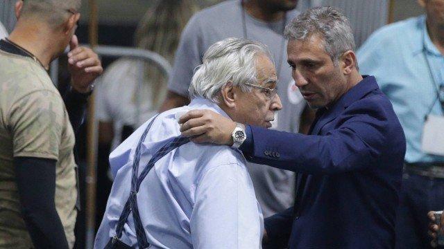 Apoiado por Eurico Miranda, Campello derrota Brant e é eleito presidente do Vasco . https://t.co/jWB8FoZW5W