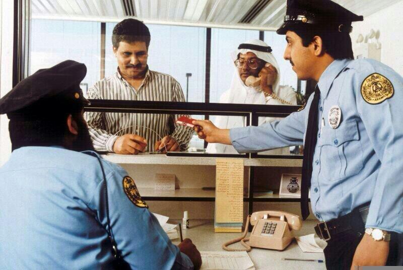عاشق الماضي On Twitter صورة لبعض منسوبي الأمن الصناعي زمن الزي الأزرق في إحدى نقاط ارامكو الظهران