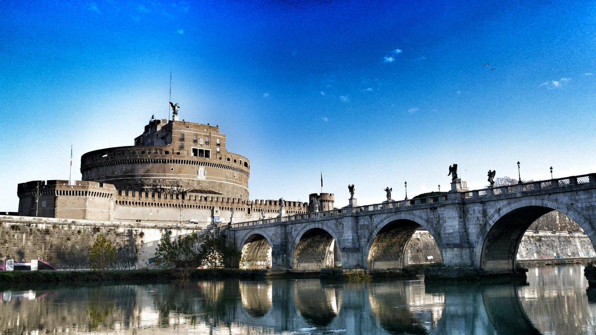 RT @marco_asfalto: #RomeIsUs  #Roma #LaGrandeBellezza https://t.co/O1bXgyLOPb