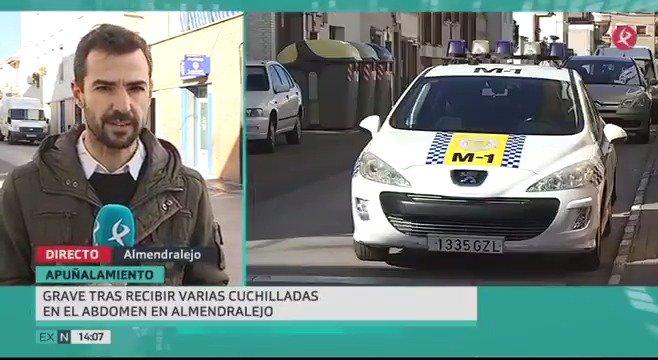 Peligrosa reyerta en #Almendralejo. Un hombre se encuentra en estado grave tras recibir varias puñaladas en el abdomen. El presunto autor ya ha sido detenido. @ChristPolanco cuenta los detalles. #EXN https://t.co/Bm1fvJxk35