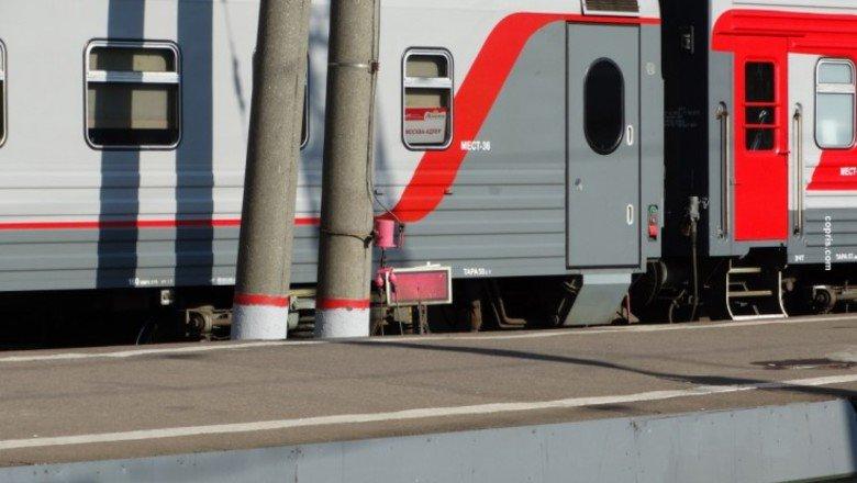 Атаман платов — пассажирский фирменный поезд № /, следующий по железнодорожному сообщению ростов-на-дону — адлер.