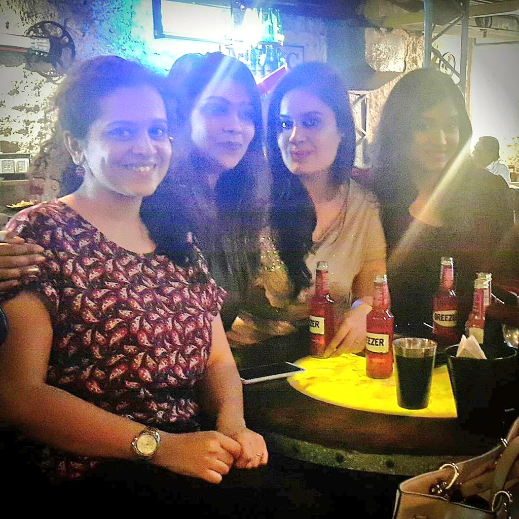 And our #favourite #girl returns from #London after long 😀  & old #friends meet to make #new #memories 😊❤ . . #somefriendships #buddies #mumbaigirl #partyshenanigans #mumbai #buds #cheers #love #life  ❤