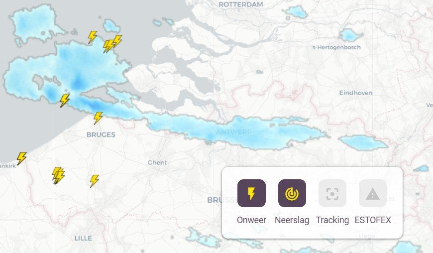 Buien met onweer trekken over België en het zuidwesten van Nederland --> https://t.co/OIPrLaLCOG https://t.co/UHzV1vYq3t