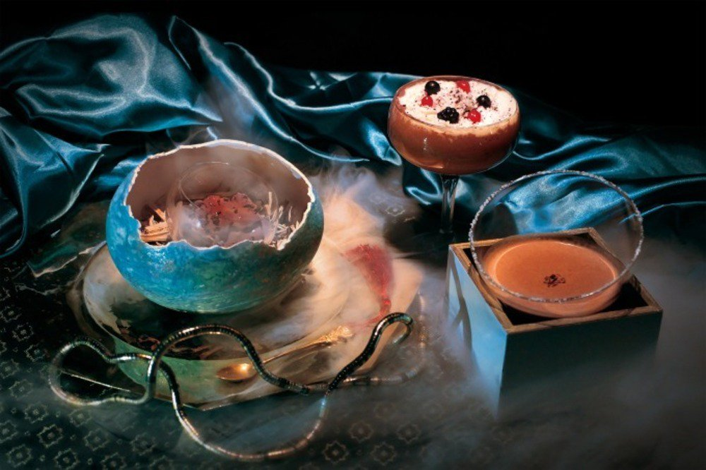 「チョコレートづくしの魔術の館」が銀座三越に出現、ホットチョコが湧き出る奇妙な家具など - https://t.co/3aeleHc9aT