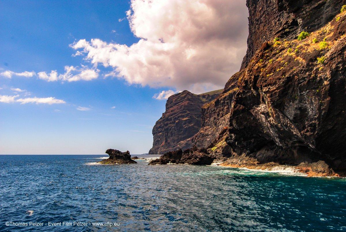 Great Los Gigantes #Tenerife #CanaryIslands @vistoencanarias @AntesAhoraTfe @visit_tenerife @paisajecanario @TesorosCanarios @spain @Tenerife_Ocio #eventfilmpelzer #love #lovelive_sunshine #life #TRAVEL #best #Like #ocean #Tweet #GreatAwakening #GLORIOUS #giants #Paradise #place<br>http://pic.twitter.com/loh1Uc5jCF