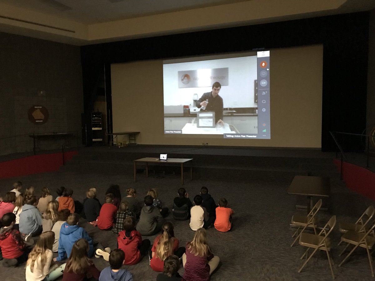 We're off and running with our #skypeascientist presentation. #HappyHillendale<br>http://pic.twitter.com/2SZbCb8ZrR
