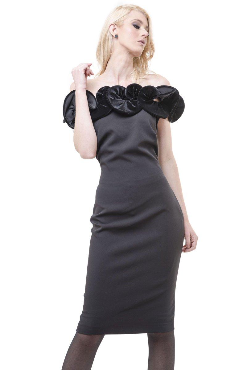 #Vestidos espectaculares para lucir con mucho estilo.  #CloséInternacional #SeeNowBuyNow #DressInStyle #Ropaparamujer https://t.co/5k3ofvIGeY