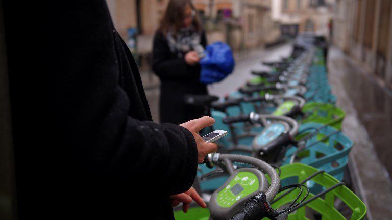 Nouveau vélib' à Paris : opération 'explication' technique du prestataire héraultais Smovengo https://t.co/hSFD3y22tU