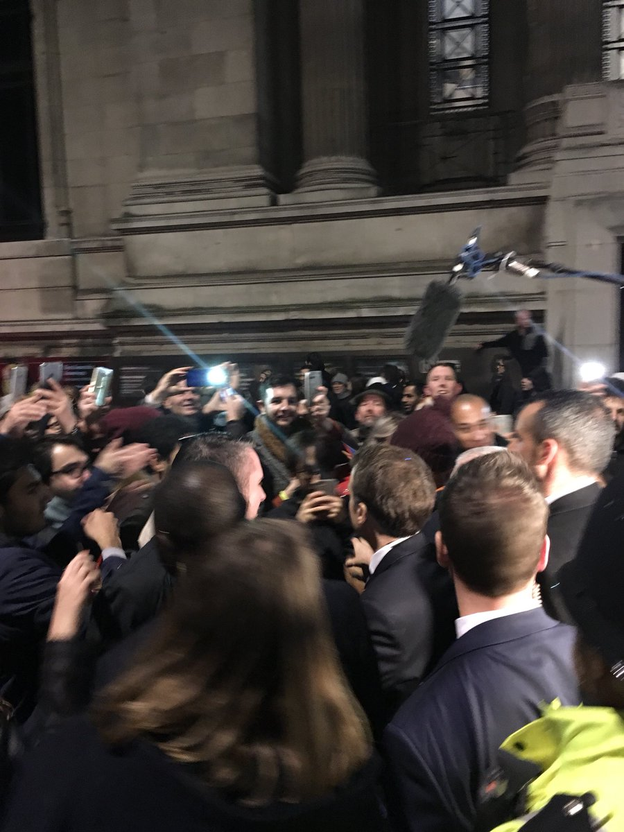 French President @EmmanuelMacron mobbed by selfie-seekers after he goes into the crowd waiting outside the V&A museum...