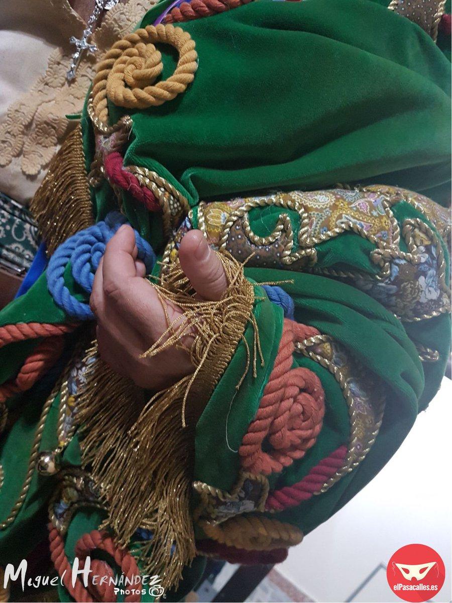 RT @elpasacallestv: Detalles del Tipo de la Comparsa 'El Perro Andalú' @ComparsaAres #ElPerroAndalú #COAC2018P10 https://t.co/GfsC4wivrD