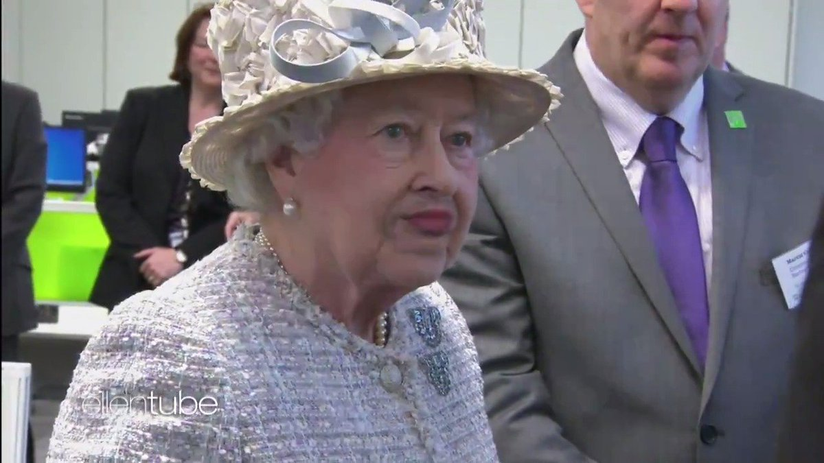 The Queen is just like us. She has bra trouble. https://t.co/R4RT9qJaku