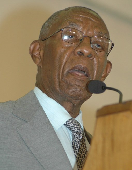 [Breaking News] Former Bophuthatswana leader, Lucas Mangope dies    Former Bophuthatswana leader, Lucas Mangope has died. Mangope led the independent homeland during apartheid. Mangope is also the founder and former leader of the United Christian Democratic Party.