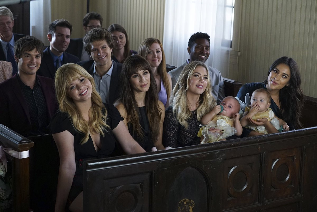 Finally, we can smile in Rosewood. #ThrowbackThursday #PrettyLittleLiars<br>http://pic.twitter.com/TuoDyuSCjX