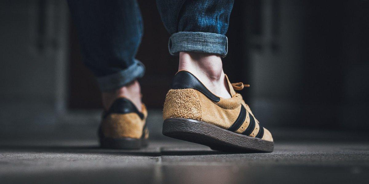 adidas gazelle carbon