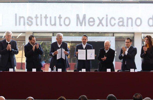 #Mexico @gruizesp  atestigua firma del Convenio de Política Inmobiliaria en #Queretaro  https://t.co/tpTOJncovT ⬅️ https://t.co/cKGapwclIb