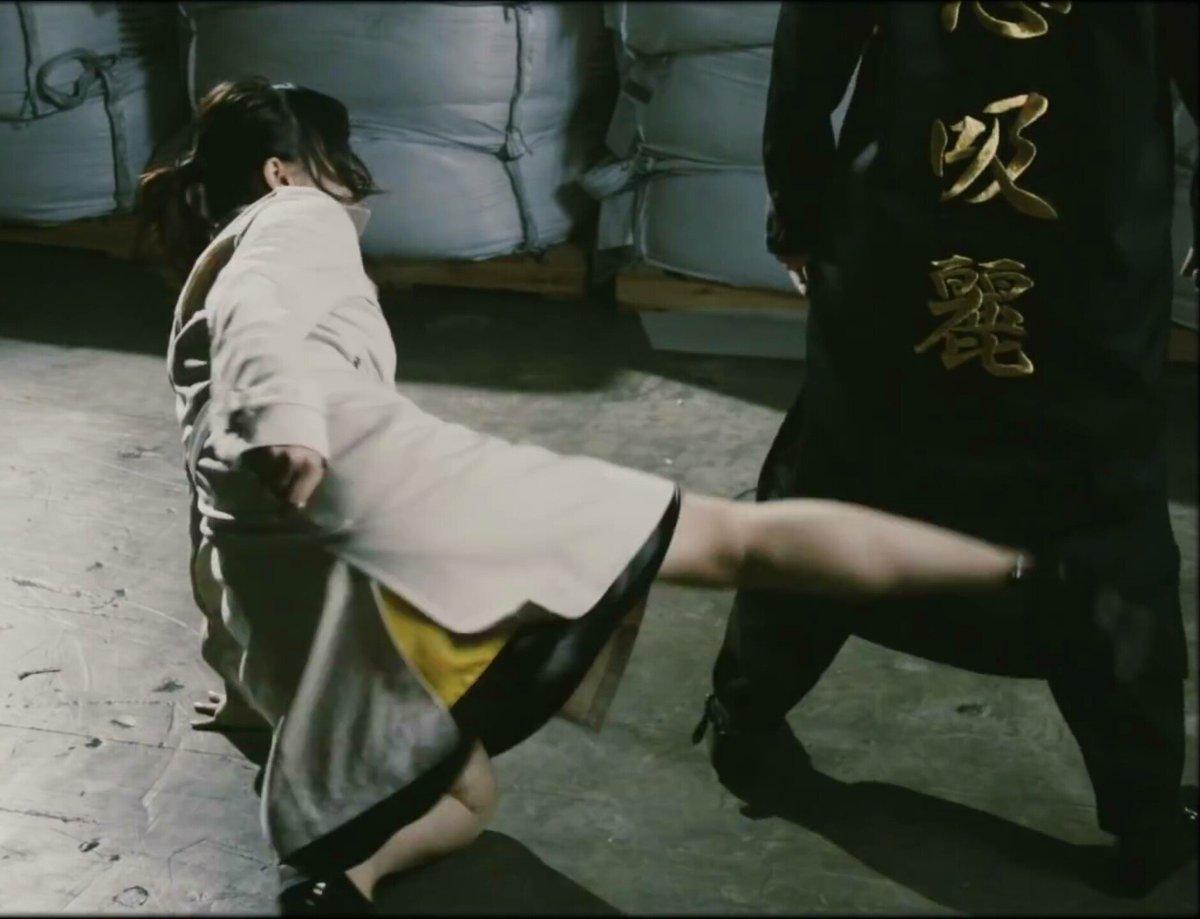 安野希世乃さんの脚