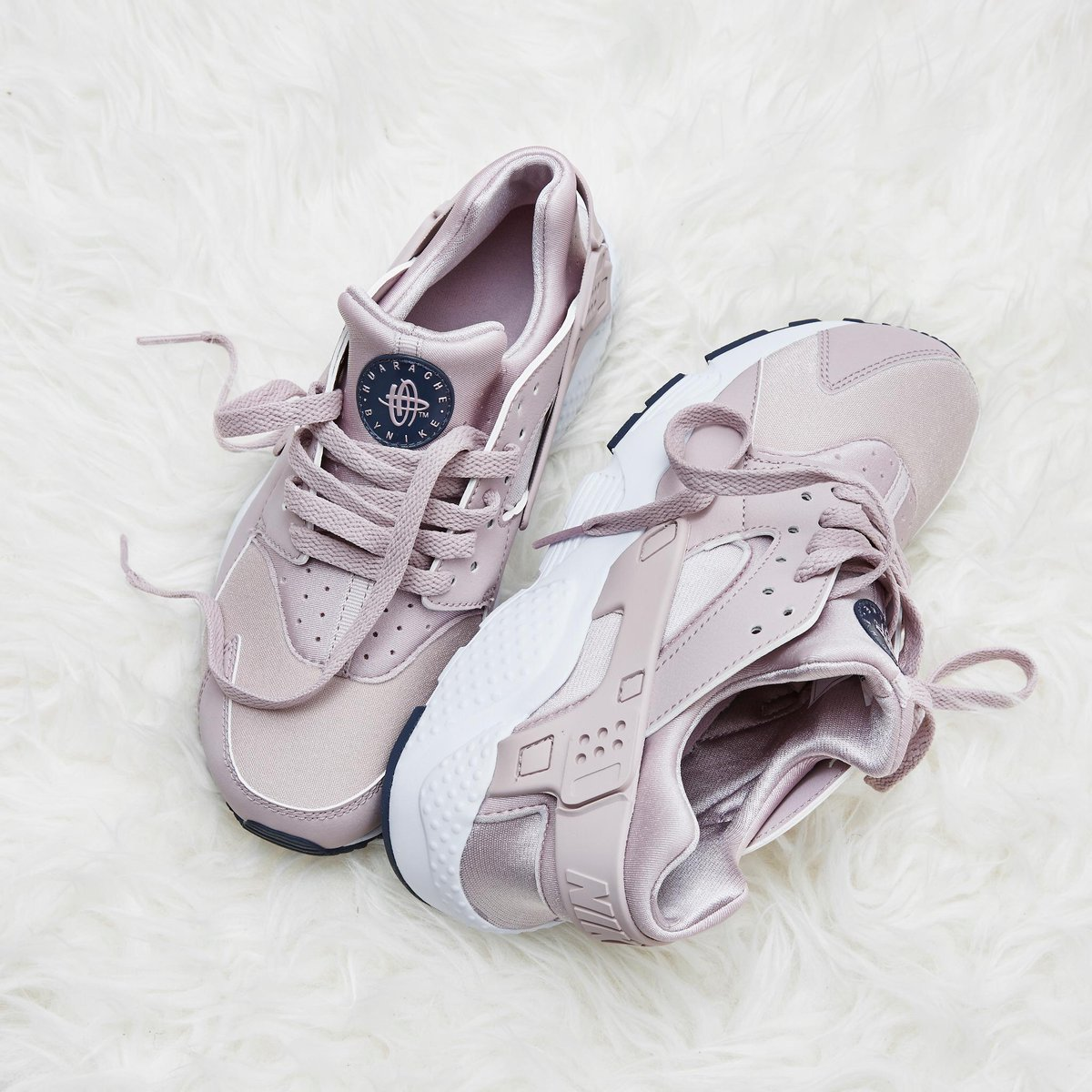 34244c15a176 On Fridays we wear Nike Huarache Gs in Particle Rose Pink! Happy Friday 💖  💗 🎀 👛  liveyourbestlife http   bit.ly 2DuLrjC pic.twitter.com mpWERRCQot