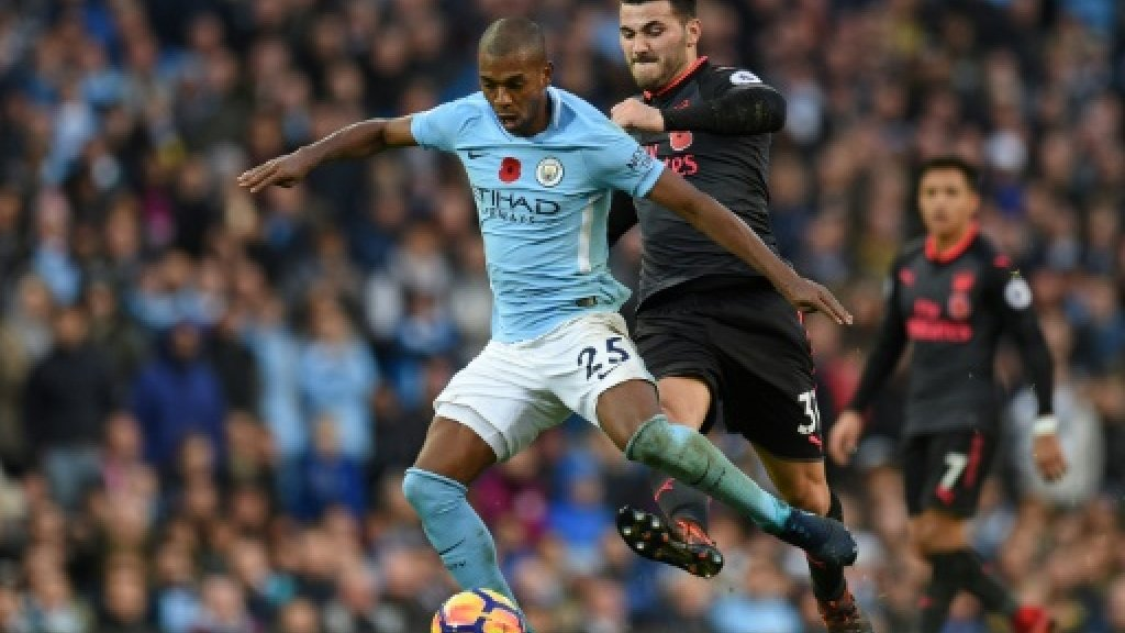 Man City midfielder Fernandinho signs contract extension to 2020 https://t.co/6hdIpLKOlJ