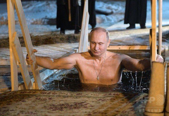 【プーチン大統領、氷点下5度の湖でみそぎ ロシア】 ロシア正教の伝統行事「神現祭(主の洗礼祭)」にプーチン大統領も参加。毎年のことではあるが、やはり凄い!かなり、寒いというか、凍える冷たさ https://t.co/ZlLkaQDiUX