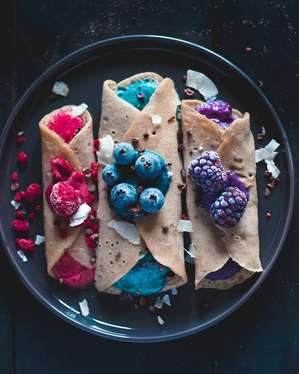 Good food is the foundation of genuine happiness�� Buckwheat crêpesfilled with a mixture of blended apples and blue spirulina by @sugarberrry😘 . #pancakes #pancakeday #fruits #healthy #happiness #foodie