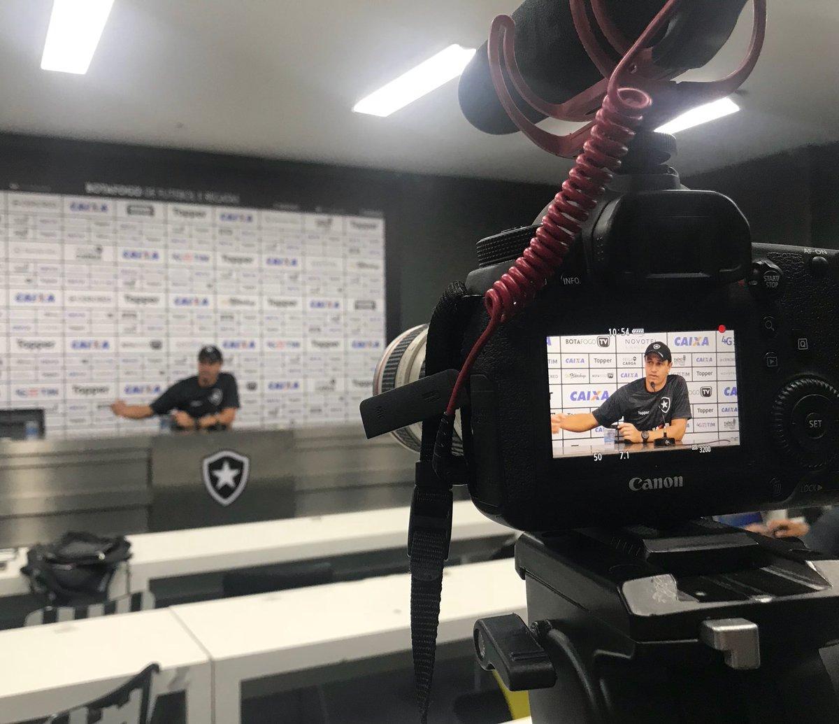 Em entrevista coletiva, Felipe mira primeiro clássico à frente do Botafogo!  #VamosFOGO ⭐️
