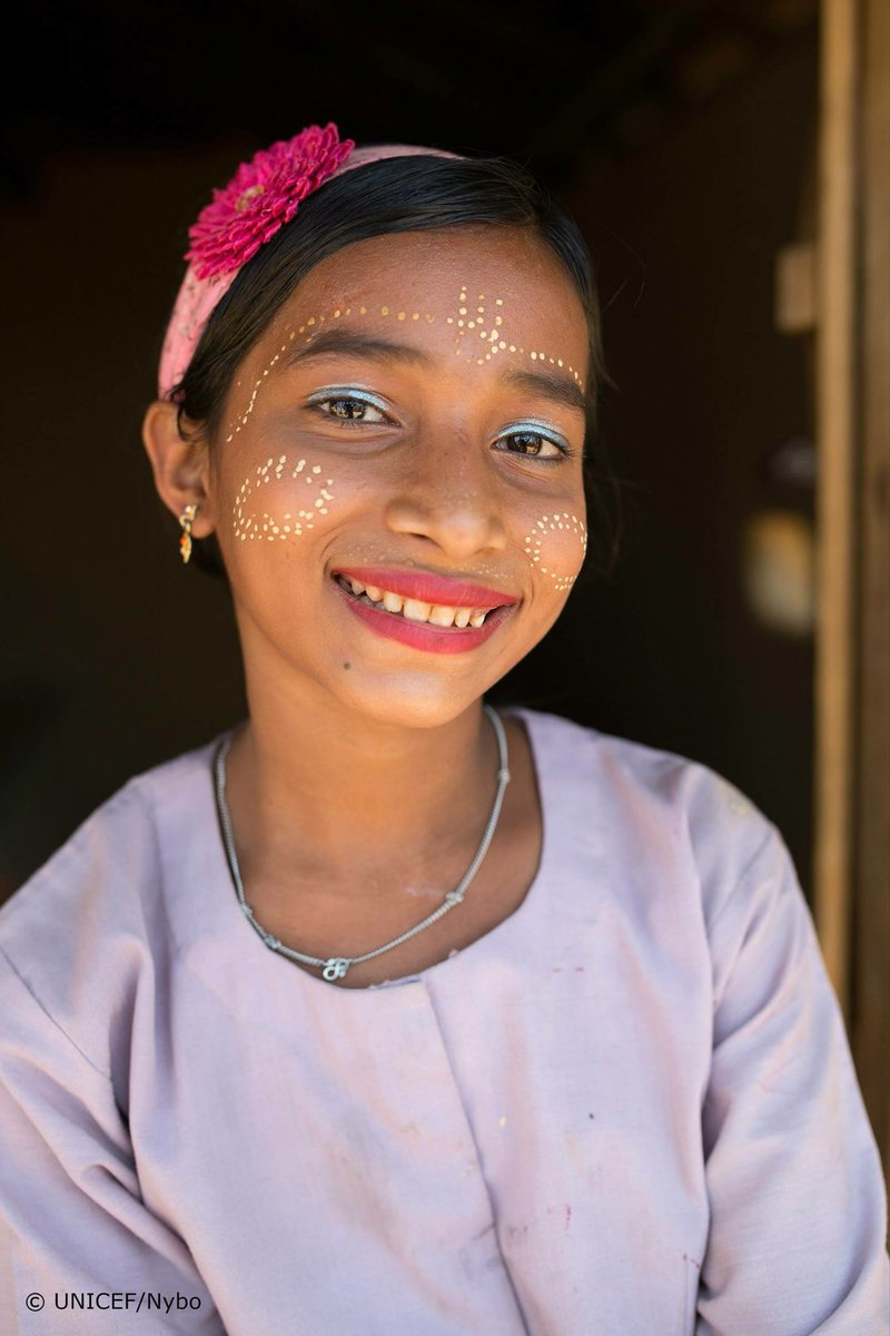 """This 11 year old #Rohingya #refugee girl's mother was murdered in #Myanmar.  &quot;When I put on #makeup it makes me forget about my problems for a little while.""""  #ChildrenUnderAttack v/@unicefbd<br>http://pic.twitter.com/L5A6lijPpb"""