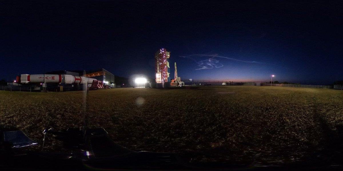 イプシロンロケット3号機の打ち上げの軌跡である夜光雲を、打ち上げ射場の近くから撮影しました。 #JAXA #イプシロン #ロケット