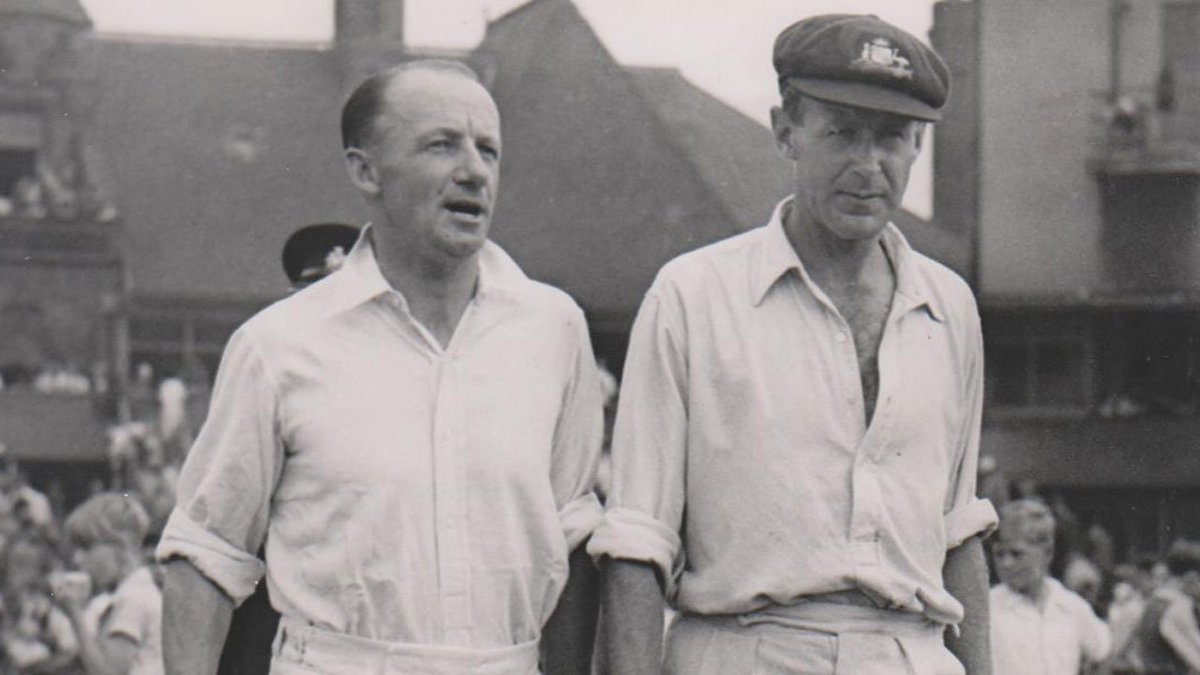 📅 #OnThisDay in 1922, @CAComms great Arthur Morris was born.  🏏 As well as scoring 3,533 Test runs during his career, he hit 105 at Lord's in 1948.  📷 Here's a rare picture of him walking out to bat alongside Sir Don Bradman in 1948 ⬇️  #LoveLords