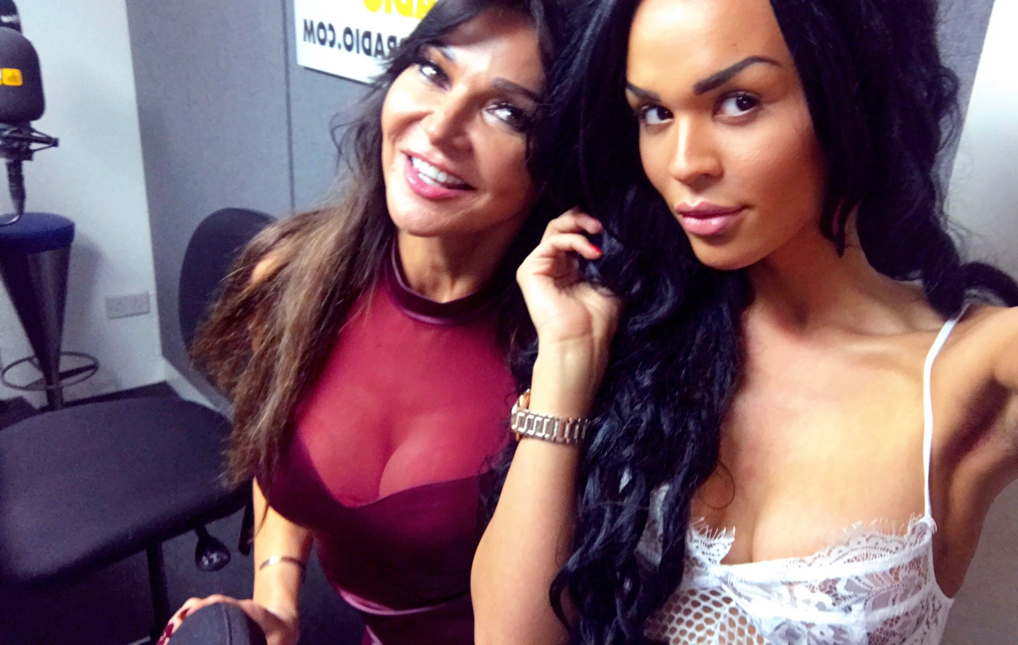 RT @TalulahEve: Lovely catching up with the fabulous @lizziecundy last night on @FubarRadio 💖🎙📻 https://t.co/RqiCua9pTq