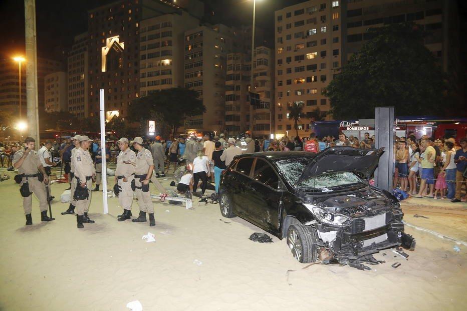 Motorista que causou acidente na praia de Copacabana estava com carteira cassada https://t.co/orArKibCLN
