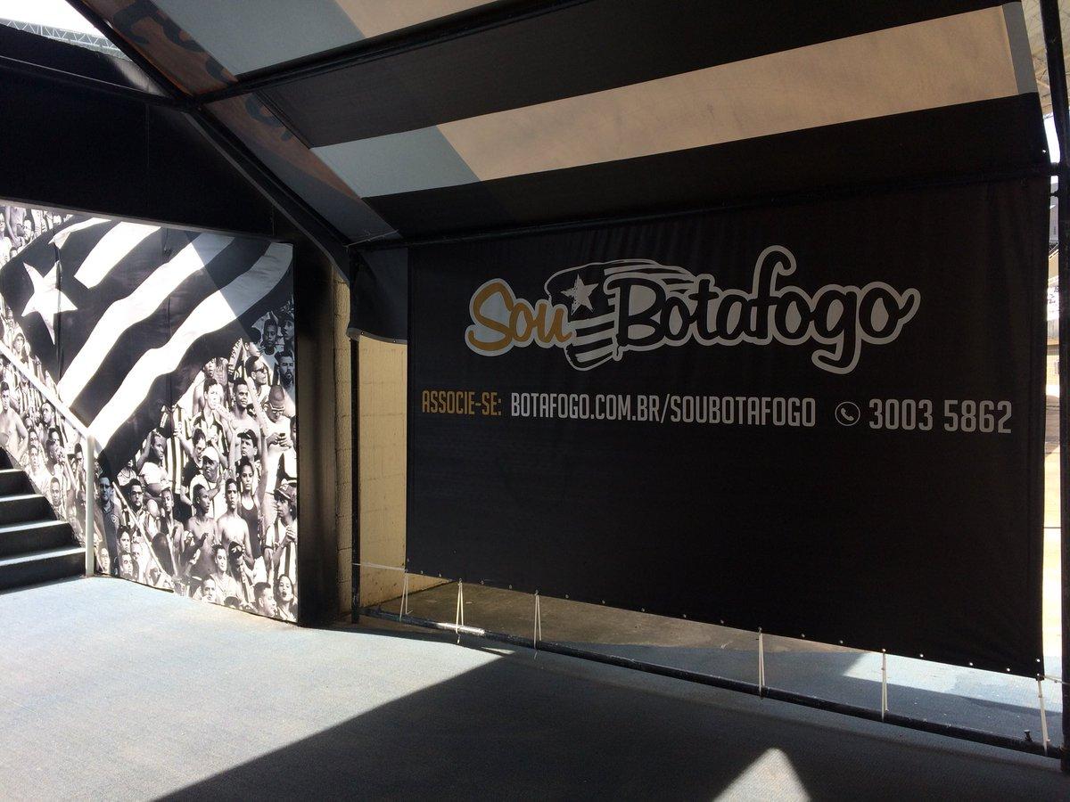 Ah, tem o banner do Sou Botafogo no túnel de acesso ao gramado. Sempre bom lembrar: seja sócio! 👊🏼 #MaisSóciosMaisFortes