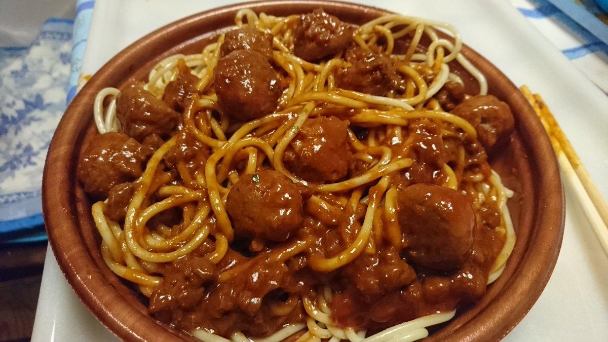 カリオストロの城でルパン達が食べてるミートボールスパゲティですがセブンイレブンのミートスパゲティ(398円)にミートボール(98円)を混ぜる事でそれっぽいスパゲティが作れます