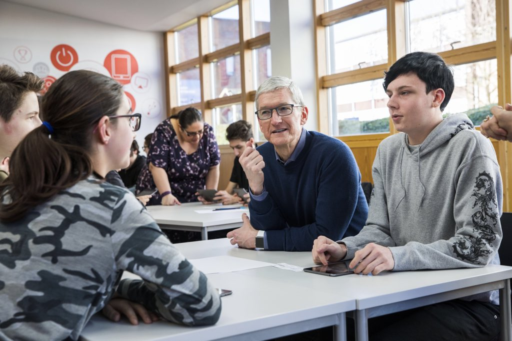 Thanks to the students, teachers and staff @HarlowCollege outside London, one of the first in Europe to adopt Apple's App Development with Swift curriculum. Keep learning, keep coding!