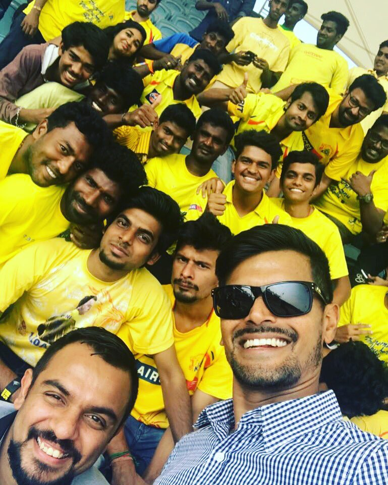 An incredible day with some #Super @ChennaiIPL fans...🏏📺🎙👌🏻 @StarSportsIndia #starsportstamil #Thesuperkingshow https://t.co/2M126zviHn