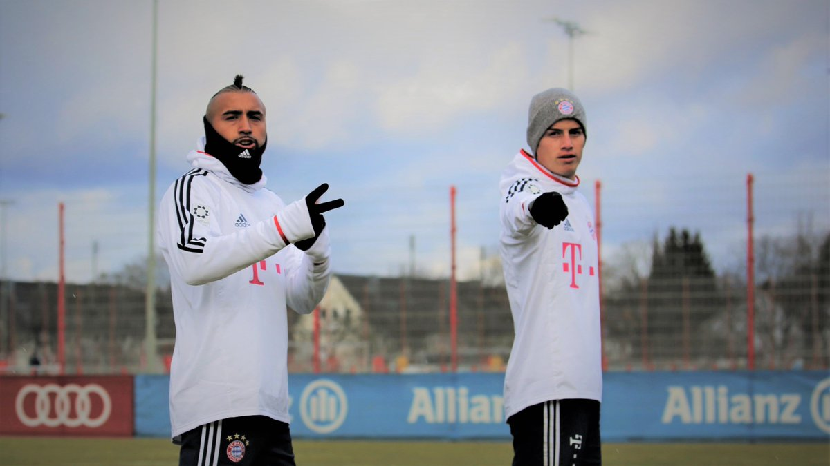RT @FCBayern: ✌👇 #MiaSanMia @kingarturo23 @jamesdrodriguez https://t.co/qRDtQRftXj