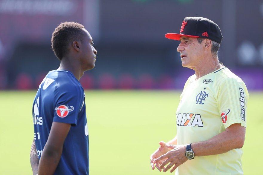 Marlos Moreno com Carpegiani no treino d...