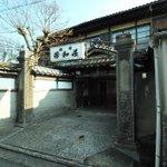 萩で滞在したのは「芳和荘」という元遊郭の旅館です。大正時代からほとんど手を加えていないそうで、遊郭建…
