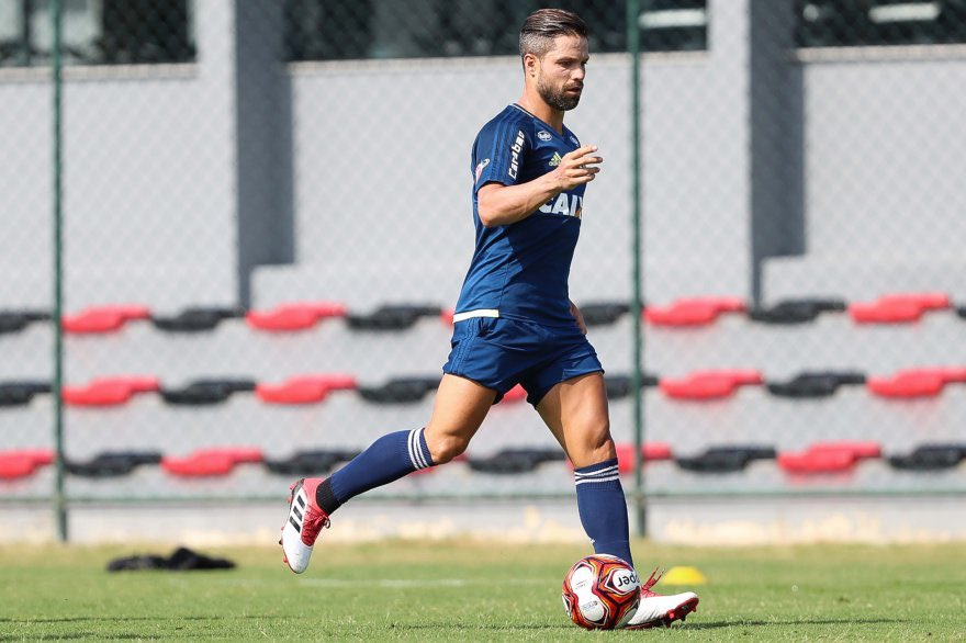 Diego no treino de hoje (19/01). https:/...