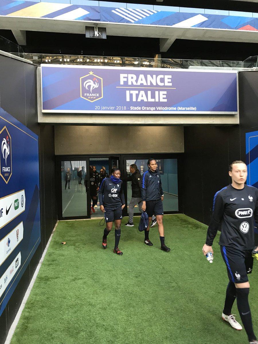 RT @equipedefrance: Les Bleues découvrent le stade Orange Vélodrome à Marseille. France-Italie J-1 🇫🇷🇮🇹 #FRAITA https://t.co/YCwSUr3N20