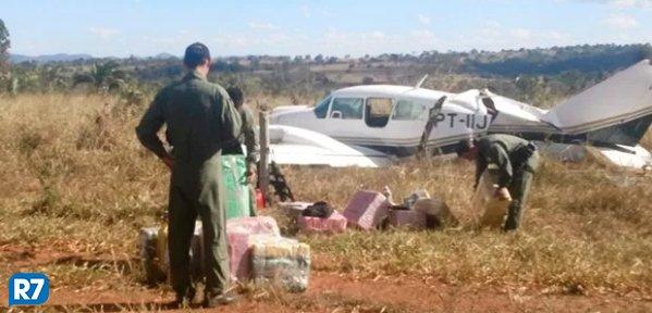 Dois são condenados em caso de avião de cocaína interceptado em Goiás https://t.co/6r74XaBHYt