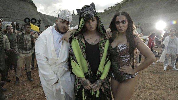 Acabou a espera! Em clima de 'Mad Max', J Balvin lança o clipe de #Machika, com participação de Anitta e Jeon: https://t.co/drzXbzXME2