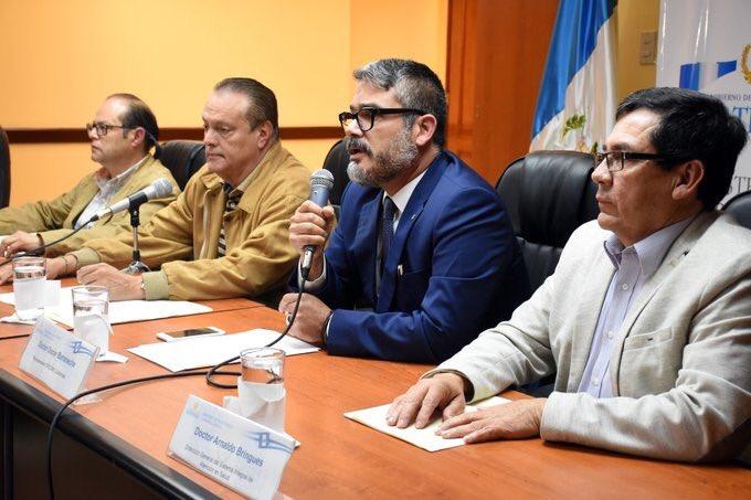 La vacuna del sarampión utilizada en Guatemala es comprada por el Fondo Rotario de la OPS, es segura y de alta calidad. La utilizan la mayoría de países de América, indicó el Dr Oscar Barreneche, Representante de OPS/OMS por #CasoSospechoso #sarampión