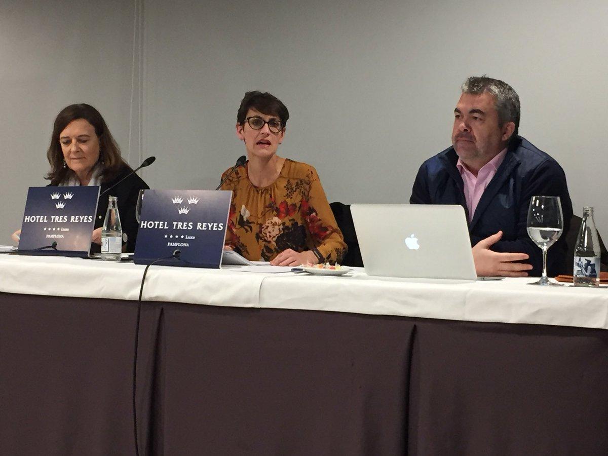 Comenzamos a debatir sobre el Tren de Altas Prestaciones que necesita Navarra con @IAyalaSender @santicl y @mavichina. Una infraestructura necesaria que requiere un análisis sosegado y riguroso.