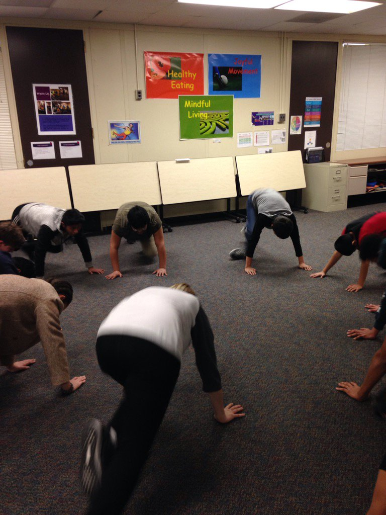 Student led warm up. <a target='_blank' href='http://search.twitter.com/search?q=leadbyexample'><a target='_blank' href='https://twitter.com/hashtag/leadbyexample?src=hash'>#leadbyexample</a></a> <a target='_blank' href='http://twitter.com/APSCareerCenter'>@APSCareerCenter</a> <a target='_blank' href='https://t.co/d04Cet5UDw'>https://t.co/d04Cet5UDw</a>